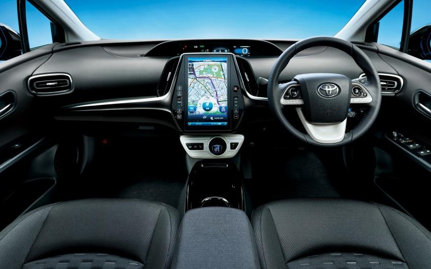 Toyota Prius PHV debuts in Japan – 68.2 km EV range Image #616977