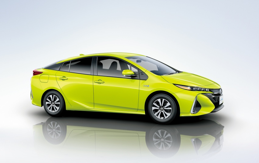 Toyota Prius PHV debuts in Japan – 68.2 km EV range Image #616979