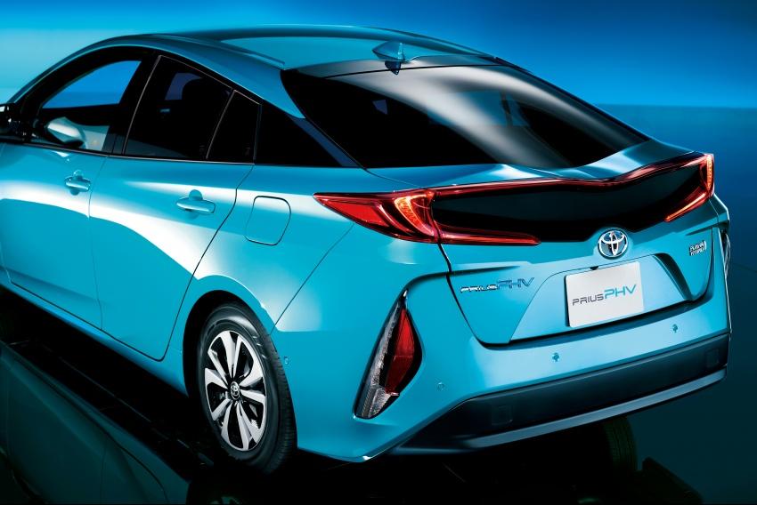 Toyota Prius PHV debuts in Japan – 68.2 km EV range Image #616981