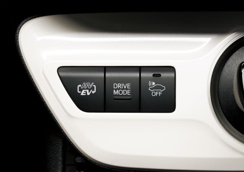 Toyota Prius PHV debuts in Japan – 68.2 km EV range Image #616983
