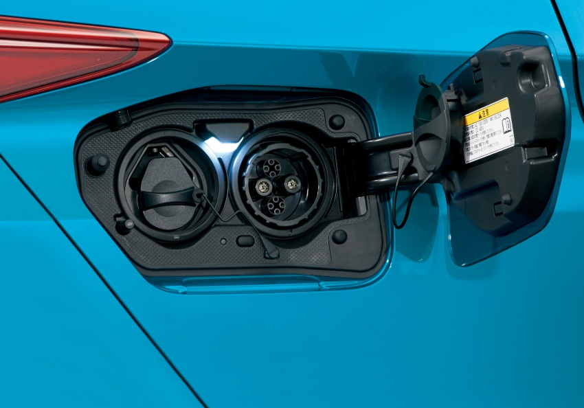 Toyota Prius PHV debuts in Japan – 68.2 km EV range Image #616990