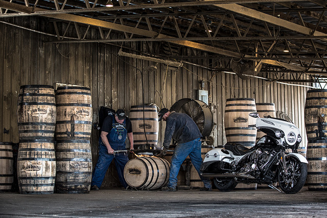 Indian Motorcycle and Jack Daniel's whiskey team up for Indian Chieftain limited edition – only 100 units Image #629782
