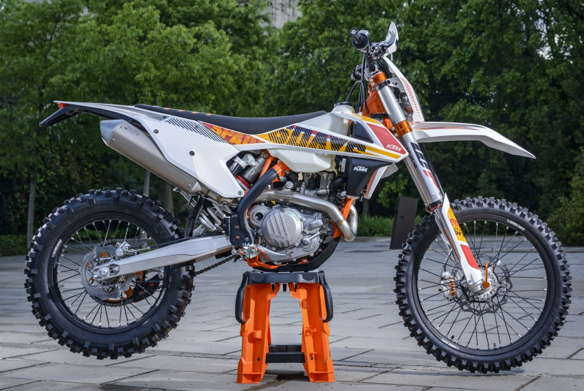 KTM unveils new two-stroke fuel injection engine Image #630475