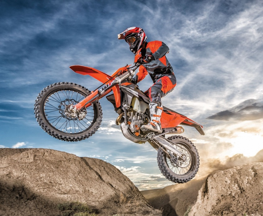 KTM unveils new two-stroke fuel injection engine Image #630479