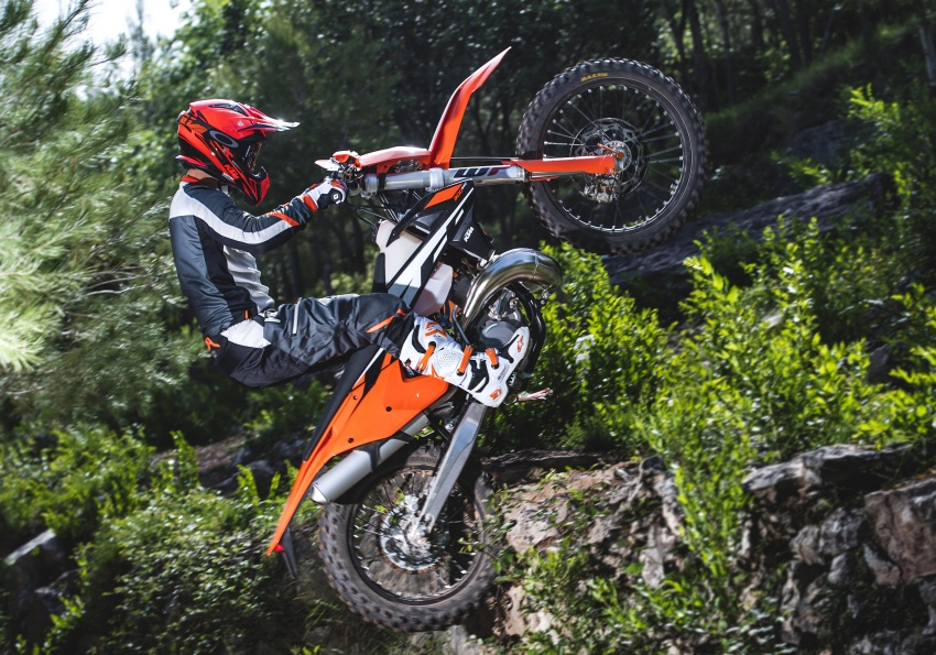 KTM unveils new two-stroke fuel injection engine Image #630480