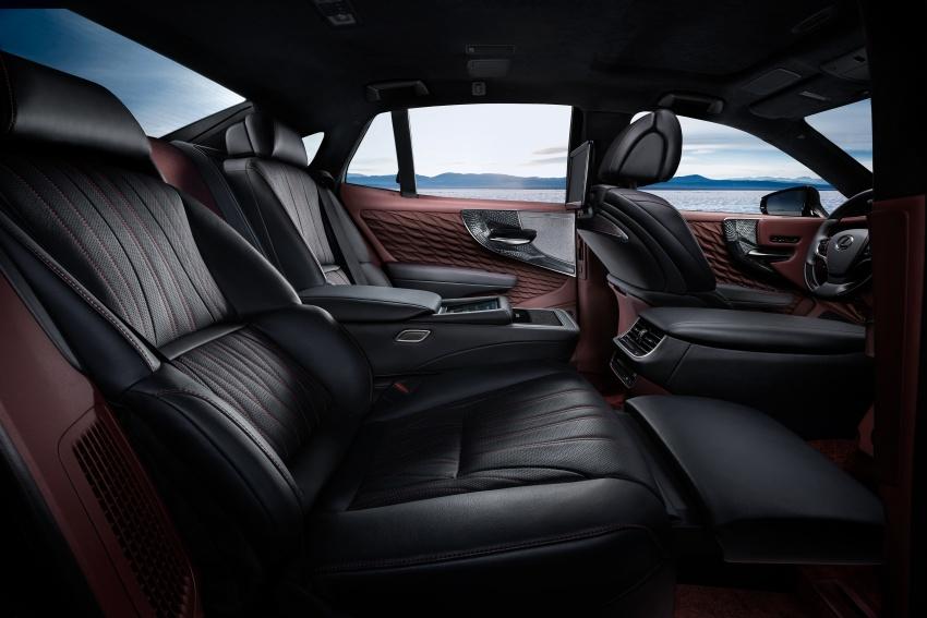 Lexus LS 500h officially debuts at Geneva Motor Show Image #625546