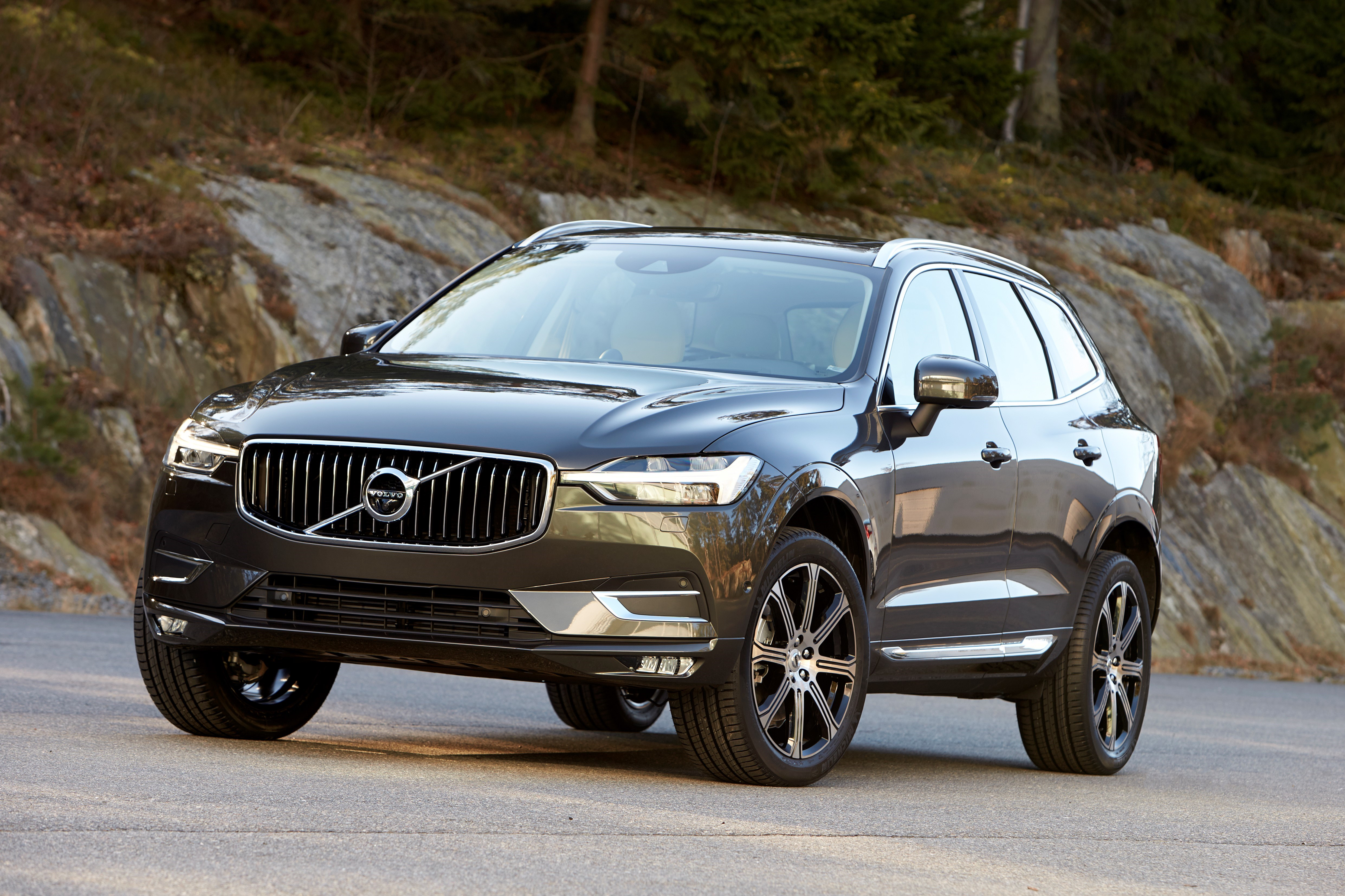 2018 Volvo Xc60 Unveiled 407 Hp T8 Plug In Hybrid Image