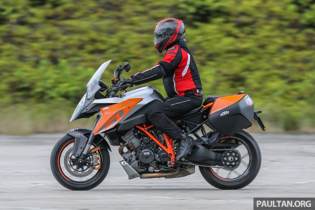 2018 ktm super duke gt.  duke other features which could be read off the lcd panel on left side  include usual trip and odometer as well tyre pressure monitoring system  inside 2018 ktm super duke gt