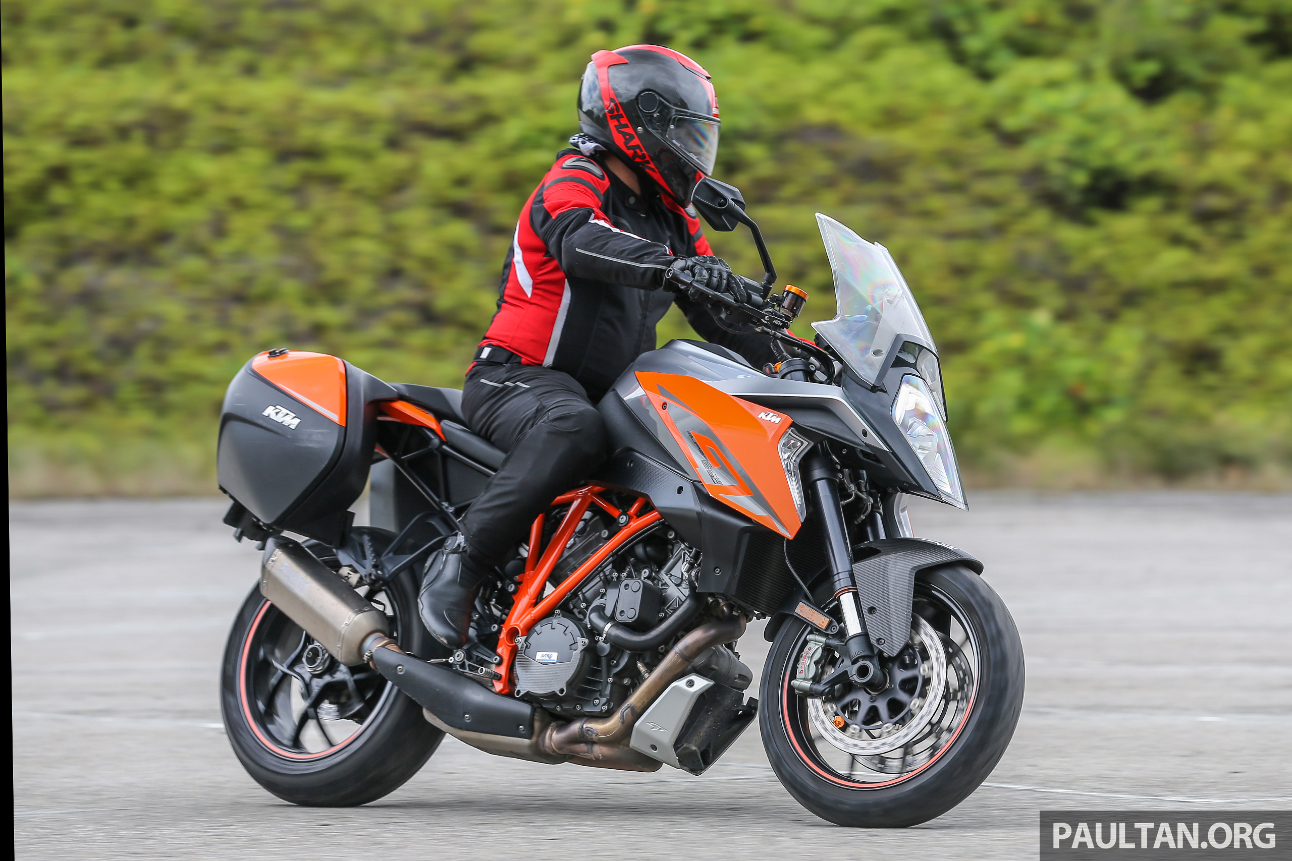 review 2017 ktm 1290 super duke gt so what 39 s a nice bike like you doing with an engine like. Black Bedroom Furniture Sets. Home Design Ideas