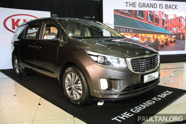 2018 kia grand carnival. interesting carnival the highestspec 22 crdi ex adds on a roof rack and gets black radiator  grill with chrome accents on the kx 22d plain black to 2018 kia grand carnival