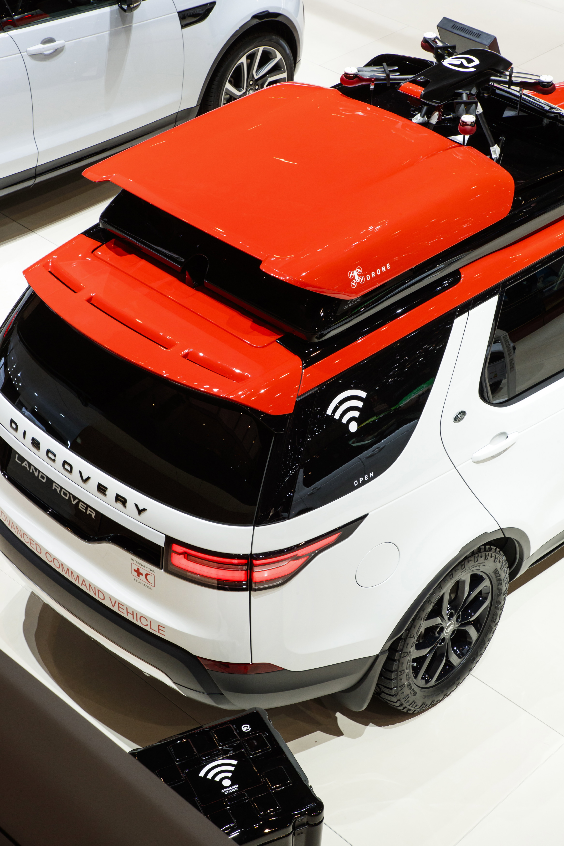 Land Rover Discovery >> Land Rover reveals Project Hero at Geneva show – Discovery with roof-mounted drone for the Red ...