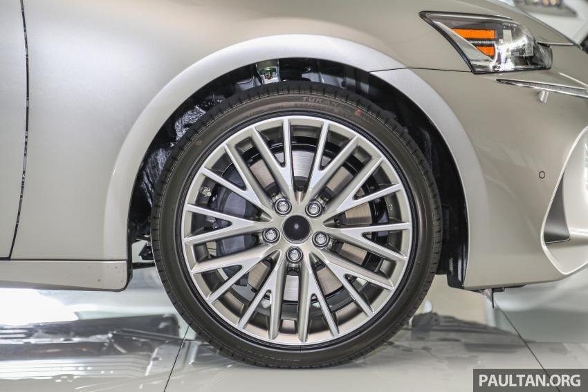 Lexus IS facelift kini di M'sia – 4 varian, dari RM298k, varian hibrid IS 300h kini hingga RM40k lebih murah Image #623929