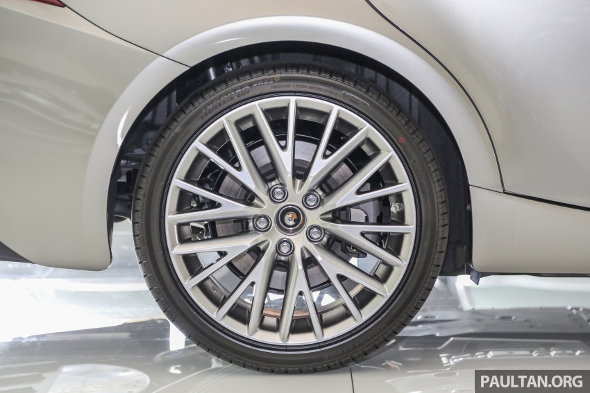 2017 Lexus IS facelift range arrives in Malaysia; 200t and 300h, from RM298k – up to RM40k less than before Image #624091