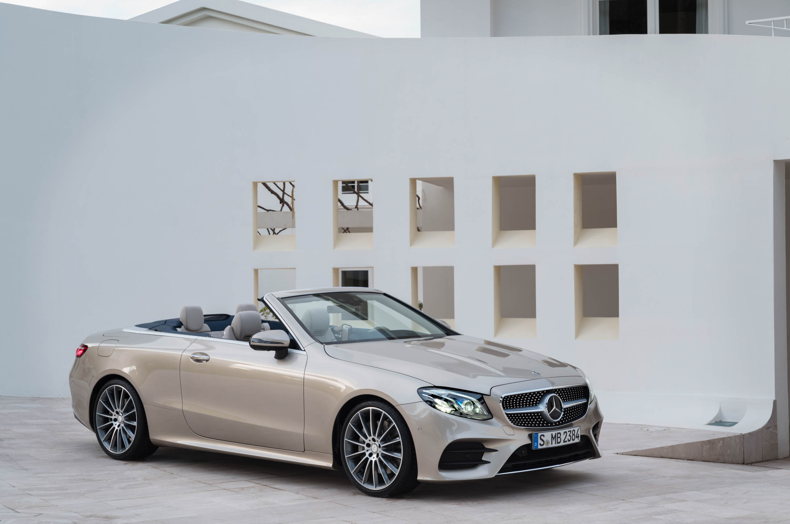 Mercedes-Benz introduced a new convertible after 44 years 40