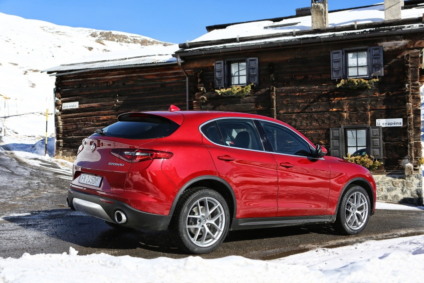 Alfa Romeo Stelvio gains new base engines for EMEA: 200 hp/330 Nm 2.0 petrol and 180 hp/490 Nm 2.2 diesel Image #639535