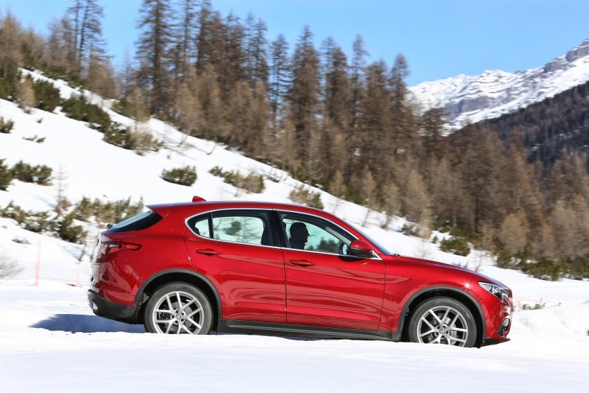 Alfa Romeo Stelvio gains new base engines for EMEA: 200 hp/330 Nm 2.0 petrol and 180 hp/490 Nm 2.2 diesel Image #639555