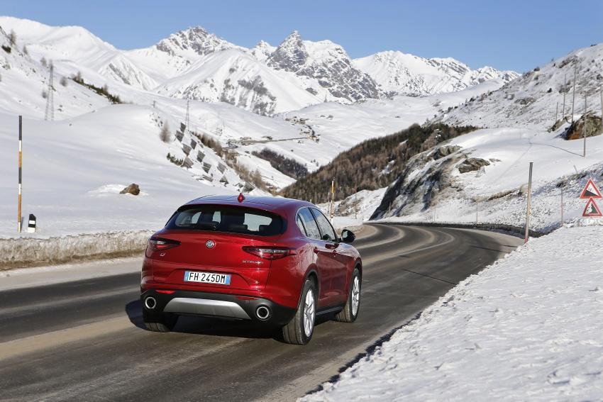 Alfa Romeo Stelvio gains new base engines for EMEA: 200 hp/330 Nm 2.0 petrol and 180 hp/490 Nm 2.2 diesel Image #639556