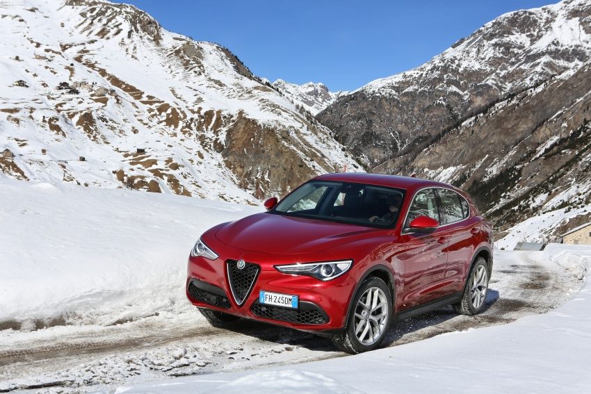 Alfa Romeo Stelvio gains new base engines for EMEA: 200 hp/330 Nm 2.0 petrol and 180 hp/490 Nm 2.2 diesel Image #639558