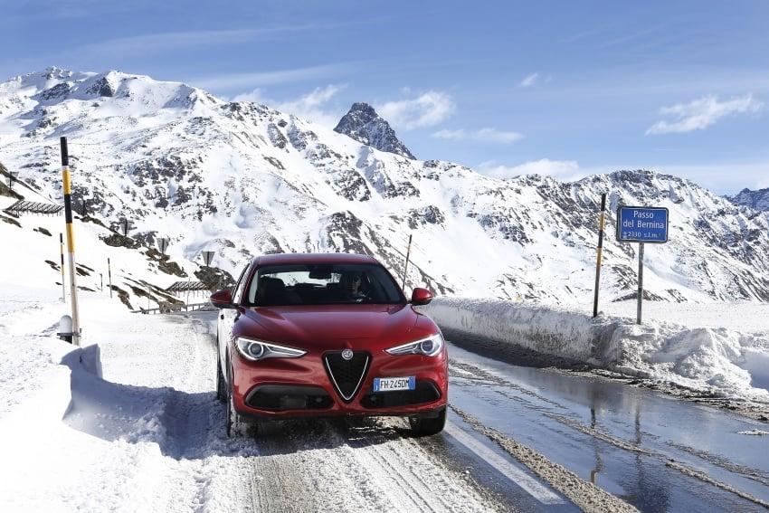 Alfa Romeo Stelvio gains new base engines for EMEA: 200 hp/330 Nm 2.0 petrol and 180 hp/490 Nm 2.2 diesel Image #639559