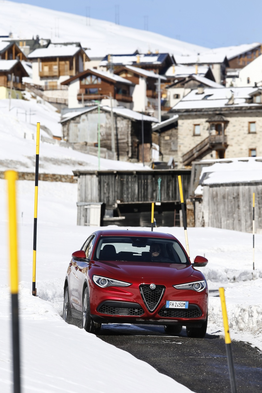 Alfa Romeo Stelvio gains new base engines for EMEA: 200 hp/330 Nm 2.0 petrol and 180 hp/490 Nm 2.2 diesel Image #639560