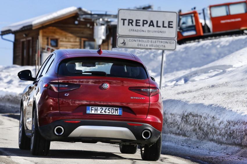 Alfa Romeo Stelvio gains new base engines for EMEA: 200 hp/330 Nm 2.0 petrol and 180 hp/490 Nm 2.2 diesel Image #639566