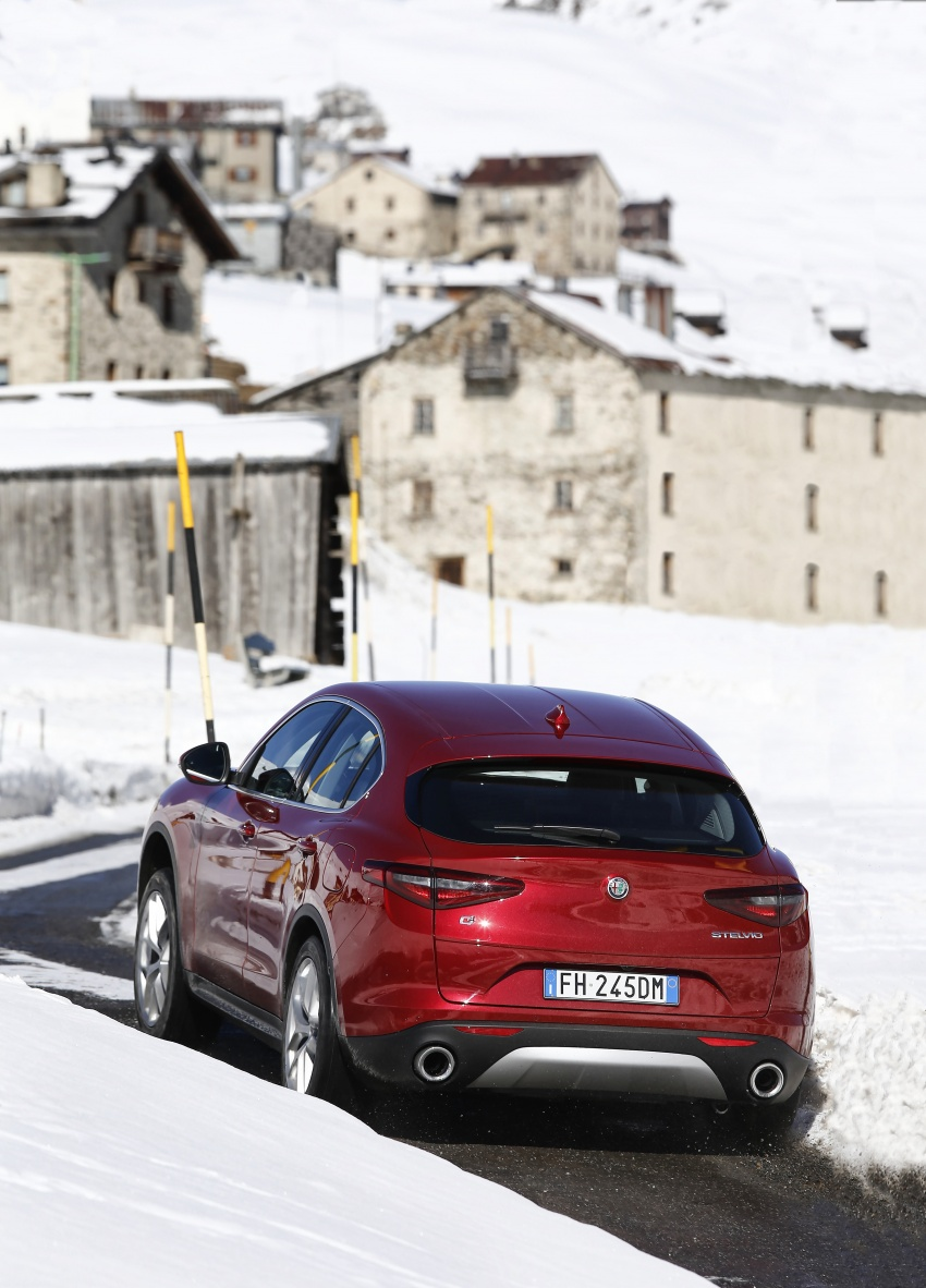 Alfa Romeo Stelvio gains new base engines for EMEA: 200 hp/330 Nm 2.0 petrol and 180 hp/490 Nm 2.2 diesel Image #639567