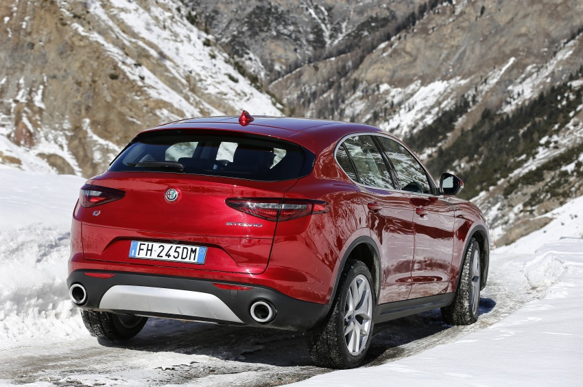 Alfa Romeo Stelvio gains new base engines for EMEA: 200 hp/330 Nm 2.0 petrol and 180 hp/490 Nm 2.2 diesel Image #639572