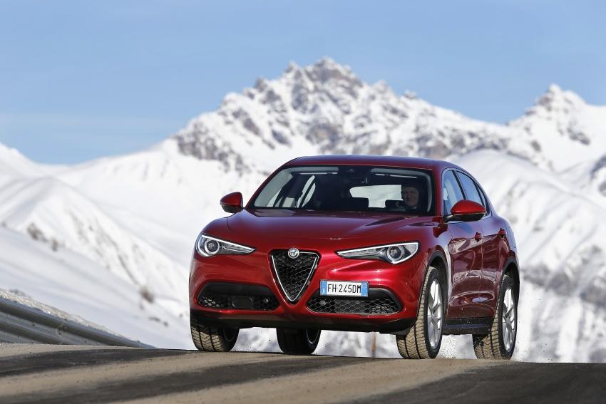 Alfa Romeo Stelvio gains new base engines for EMEA: 200 hp/330 Nm 2.0 petrol and 180 hp/490 Nm 2.2 diesel Image #639576