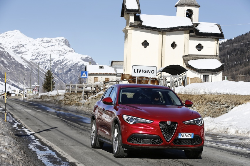 Alfa Romeo Stelvio gains new base engines for EMEA: 200 hp/330 Nm 2.0 petrol and 180 hp/490 Nm 2.2 diesel Image #639582