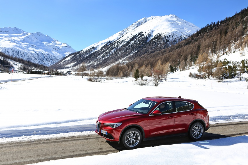Alfa Romeo Stelvio gains new base engines for EMEA: 200 hp/330 Nm 2.0 petrol and 180 hp/490 Nm 2.2 diesel Image #639586