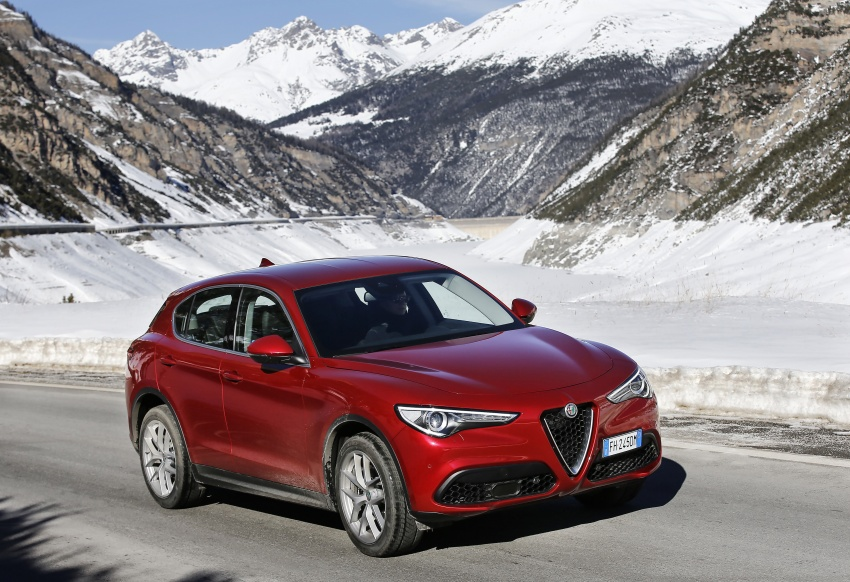 Alfa Romeo Stelvio gains new base engines for EMEA: 200 hp/330 Nm 2.0 petrol and 180 hp/490 Nm 2.2 diesel Image #639587