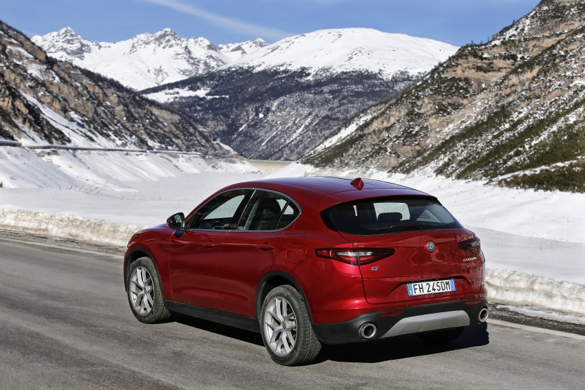 Alfa Romeo Stelvio gains new base engines for EMEA: 200 hp/330 Nm 2.0 petrol and 180 hp/490 Nm 2.2 diesel Image #639588