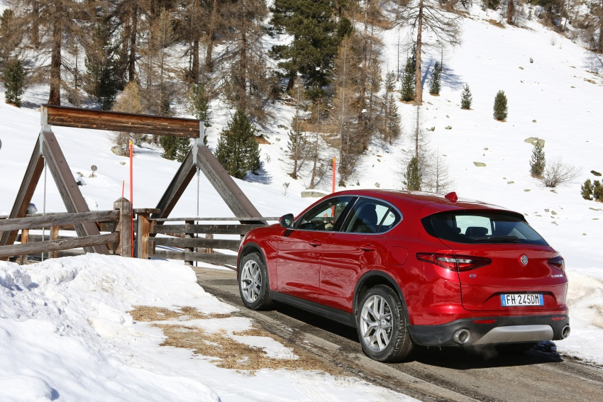 Alfa Romeo Stelvio gains new base engines for EMEA: 200 hp/330 Nm 2.0 petrol and 180 hp/490 Nm 2.2 diesel Image #639589