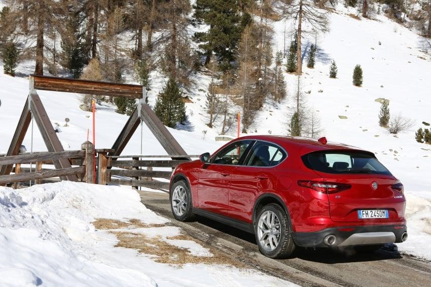 Alfa Romeo Stelvio gains new base engines for EMEA: 200 hp/330 Nm 2.0 petrol and 180 hp/490 Nm 2.2 diesel Image #639589