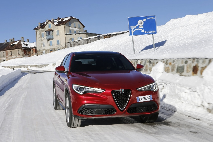 Alfa Romeo Stelvio gains new base engines for EMEA: 200 hp/330 Nm 2.0 petrol and 180 hp/490 Nm 2.2 diesel Image #639590