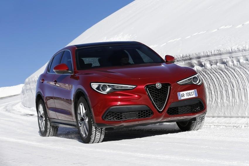 Alfa Romeo Stelvio gains new base engines for EMEA: 200 hp/330 Nm 2.0 petrol and 180 hp/490 Nm 2.2 diesel Image #639593
