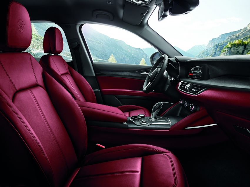 Alfa Romeo Stelvio gains new base engines for EMEA: 200 hp/330 Nm 2.0 petrol and 180 hp/490 Nm 2.2 diesel Image #639746