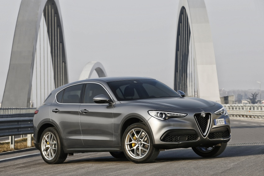 Alfa Romeo Stelvio gains new base engines for EMEA: 200 hp/330 Nm 2.0 petrol and 180 hp/490 Nm 2.2 diesel Image #639601