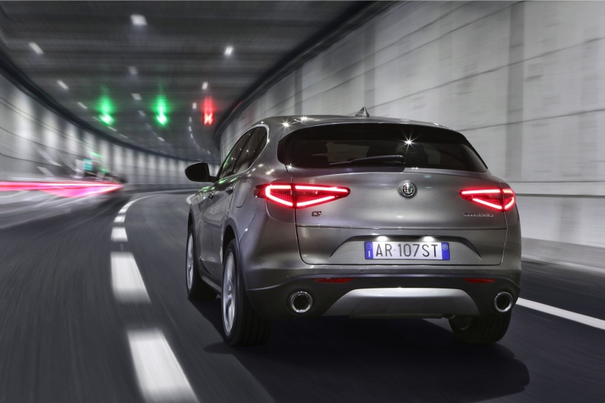 Alfa Romeo Stelvio gains new base engines for EMEA: 200 hp/330 Nm 2.0 petrol and 180 hp/490 Nm 2.2 diesel Image #639602
