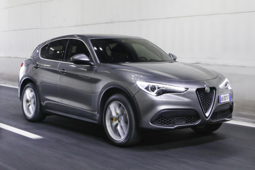 Alfa Romeo Stelvio gains new base engines for EMEA: 200 hp/330 Nm 2.0 petrol and 180 hp/490 Nm 2.2 diesel Image #639603