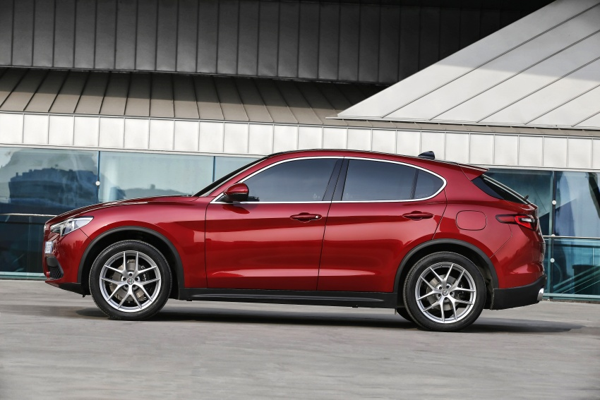 Alfa Romeo Stelvio gains new base engines for EMEA: 200 hp/330 Nm 2.0 petrol and 180 hp/490 Nm 2.2 diesel Image #639606