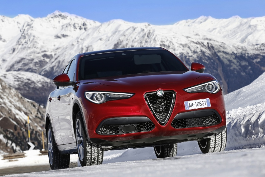 Alfa Romeo Stelvio gains new base engines for EMEA: 200 hp/330 Nm 2.0 petrol and 180 hp/490 Nm 2.2 diesel Image #639607