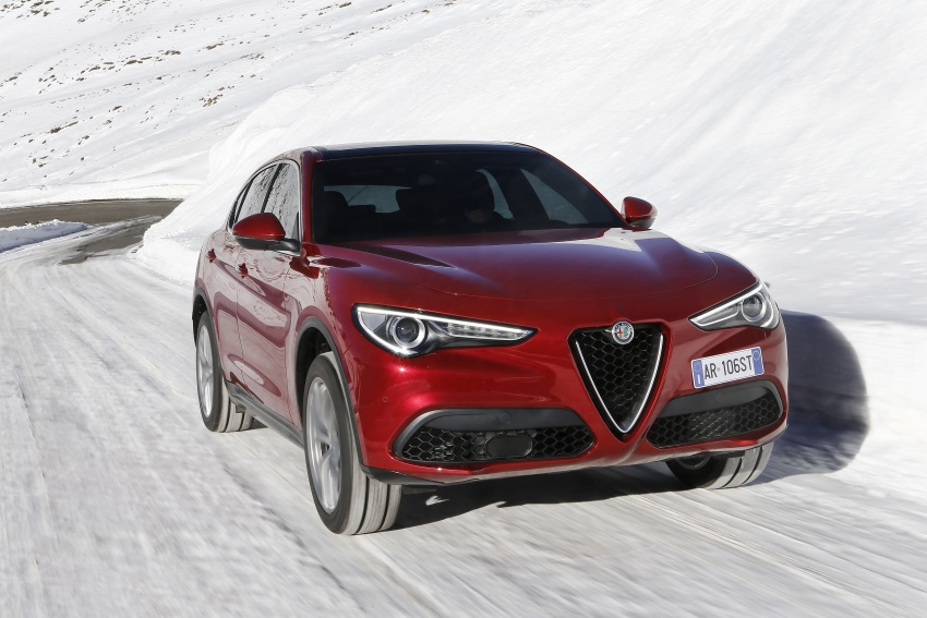 Alfa Romeo Stelvio gains new base engines for EMEA: 200 hp/330 Nm 2.0 petrol and 180 hp/490 Nm 2.2 diesel Image #639609