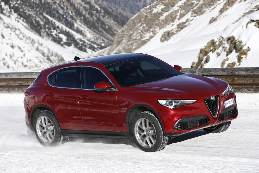Alfa Romeo Stelvio gains new base engines for EMEA: 200 hp/330 Nm 2.0 petrol and 180 hp/490 Nm 2.2 diesel Image #639610