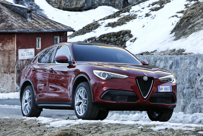 Alfa Romeo Stelvio gains new base engines for EMEA: 200 hp/330 Nm 2.0 petrol and 180 hp/490 Nm 2.2 diesel Image #639613