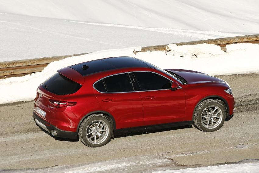 Alfa Romeo Stelvio gains new base engines for EMEA: 200 hp/330 Nm 2.0 petrol and 180 hp/490 Nm 2.2 diesel Image #639614