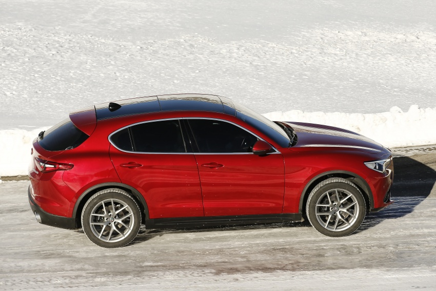 Alfa Romeo Stelvio gains new base engines for EMEA: 200 hp/330 Nm 2.0 petrol and 180 hp/490 Nm 2.2 diesel Image #639616