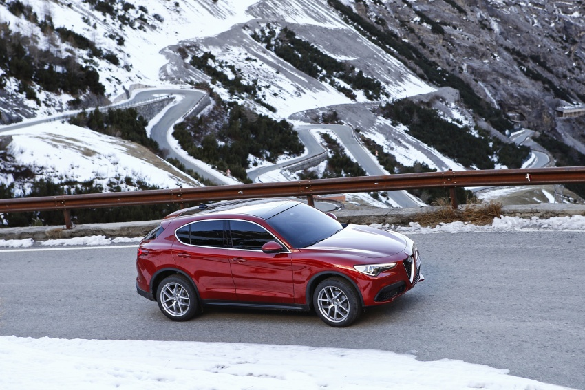Alfa Romeo Stelvio gains new base engines for EMEA: 200 hp/330 Nm 2.0 petrol and 180 hp/490 Nm 2.2 diesel Image #639629