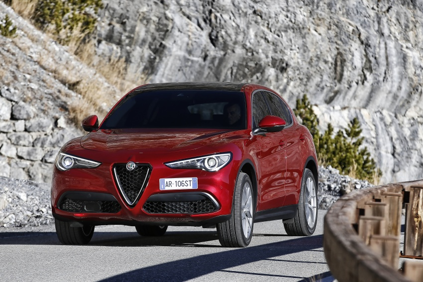 Alfa Romeo Stelvio gains new base engines for EMEA: 200 hp/330 Nm 2.0 petrol and 180 hp/490 Nm 2.2 diesel Image #639632