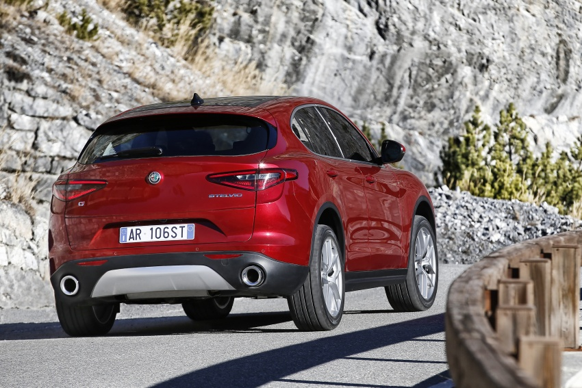 Alfa Romeo Stelvio gains new base engines for EMEA: 200 hp/330 Nm 2.0 petrol and 180 hp/490 Nm 2.2 diesel Image #639633